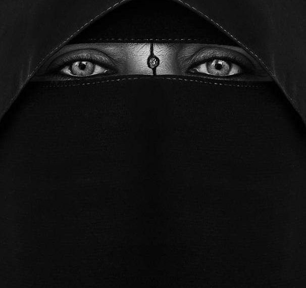 المعاناة تولد الإبداع فوتوغرافي يمني يحصد المركز الأول 🥇 على مستوى العالم في مسابقة التصوير الفوتوغرافي.